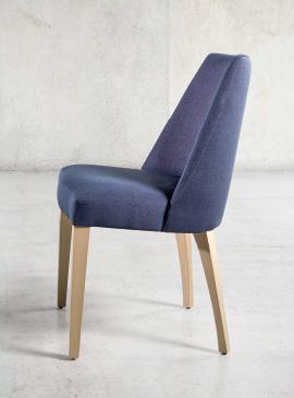 Silla tapizada florida funcional mobiliario for Mesa y sillas tapizadas
